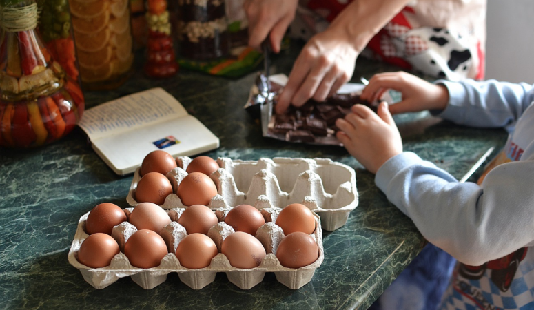 Single Dads: Whip Up Some Fun in the Kitchen With Your Kids!